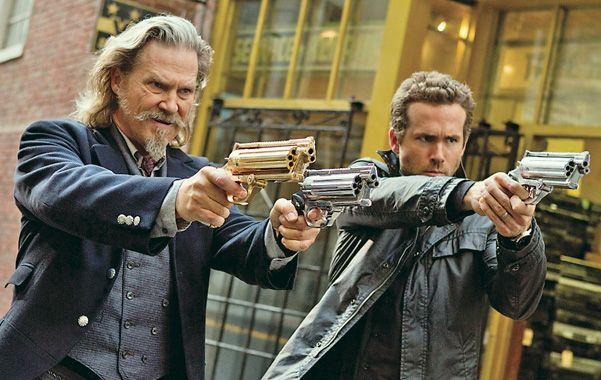 Balas reales. Jeff Bridges y Ryan Reynolds comparten los roles protagónicos de esta comedia de ciencia ficción.