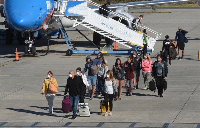 La cancelación de vuelos de Aerolíneas generó malestar entre los viajeros.