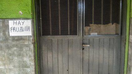 La verdulería de Cerrito al 7100 recibió al menos diez balazos en un ataque que también afectó a otro comercio y una vivienda vecina.