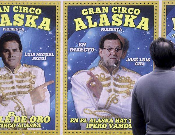 Ironías. Un afiche se burla de Pedro Sánchez (PSOE) y Mariano Rajoy (PP). Ciudadanos y Podemos los asedian.