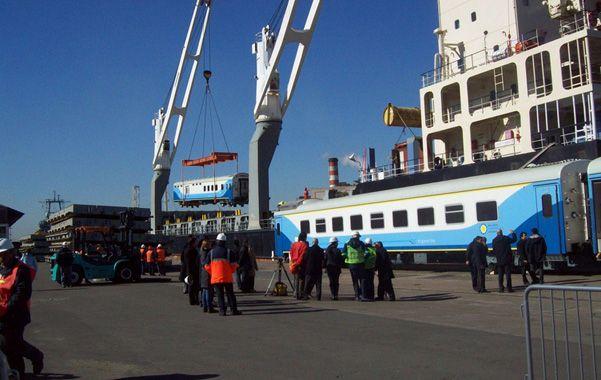 Desde oriente. Los vagones provenientes de China para cubrir el servicio a Buenos Aires llegaron al país el mes pasado