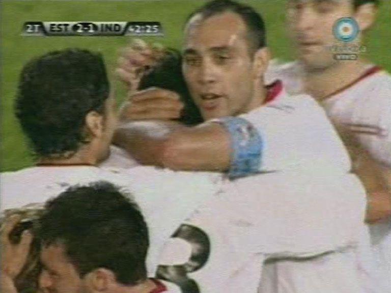 Estudiantes venció a Independiente con un gol sobre el final y también es escolta