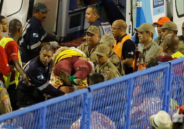 Una de las personas heridas tras despistarse una carroza gigante en el carnaval de Río.