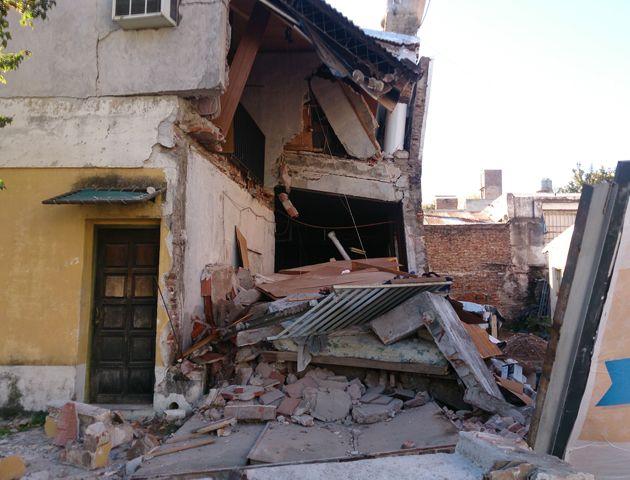 La vivienda terminó con serios daños tras el derrumbe. (Foto: C. Mutti Lovera)