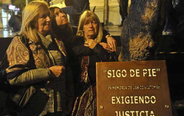 Por el fatal escape de gas murieron 22 personas y la causa penal tiene 11 procesados. Los familiares de las víctimas mantienen el pedido de justicia. (Virginia Benedetto / La Capital)