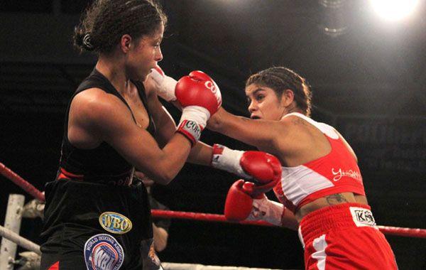 El Bombón Asesino se aprovechó de la adolescente colombiana Dayana Cordero y le ganó por nocaut técnico en el sexto round.