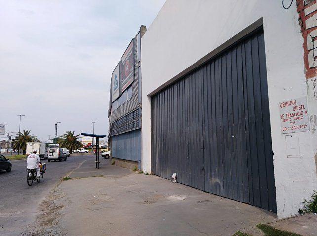 El galpón de Uriburu al 2300 de donde fueron robados los autos.