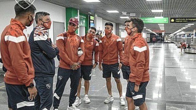 Independiente visitará este martes al Bahía. El partido estuvo cerca de suspenderse porque el plantel del Rojo estuvo varado en el aeropuerto de Salvador.