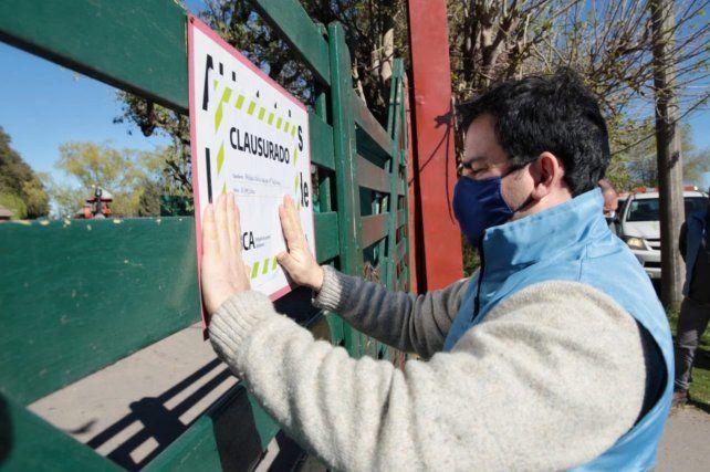 Clausuraron el zoológico de Luján, conocido por dejar tocar a los animales