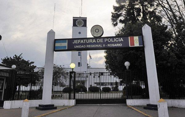 Manos libres. Juan Domingo Ramírez está prófugo tras pasar nueve horas preso en la División Judiciales de Jefatura.