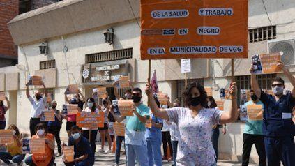 Paro. Los médicos y enfermeras hicieron un acto frente al municipio villagalvense.
