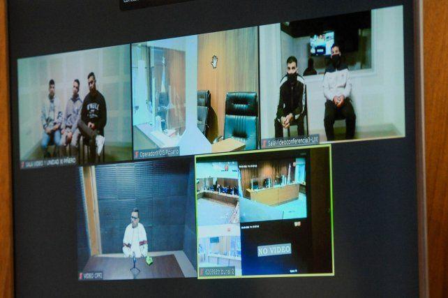 Los acusados de participar en las balaceras a edificios judiciales de 2018 siguen el juicio por videoconferencia.