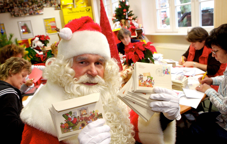 Dura campaña contra Papá Noel en España