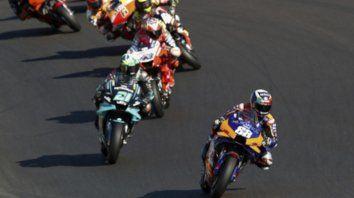 Miguel Oliveira por delante de Franco Morbidelli de Italia y Jack Miller de Australia durante la carrera de MotoGP del Gran Premio de Portugal de Motociclismo, la última carrera de la temporada.