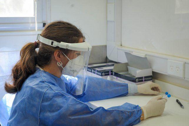 Los casos de coronavirus en Rosario siguen siendo una preocupación para las autoridades sanitarias.