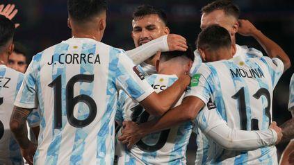 Con tres de Messi, que batió el récord de Pelé, Argentina le ganó3 a 0 a Bolivia en el Monumental