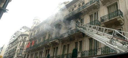 Espectacular incendio en departamento céntrico fue controlado y no hay heridos