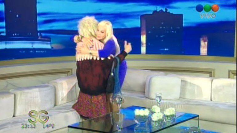 Las figuras de la TV se despidieron en medio de un cálido abrazo.