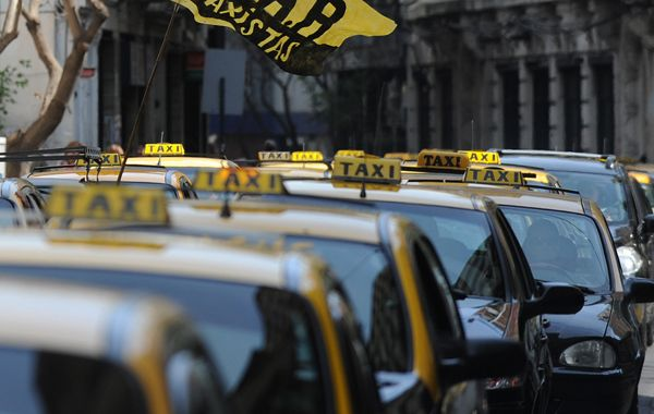 Cesca: El GPS no tiene beneficios para el usuario porque el servicio de taxis se reguló con el aumento