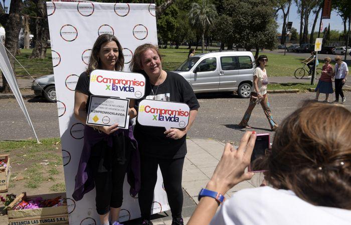 Chicos y grandes se sumaron a la movida para tomar conciencia vial. (Foto: Sebastián Suárez Meccia / La Capital)