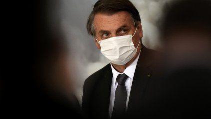El presidente de Brasil, Jair Bolsonaro, fue internado este miércoles para la realización de exámenes a raíz de dolores abdominales,