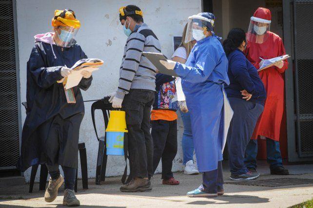 Rosario volvió a pasar los mil casos de coronavirus y la provincia superó los dos mil