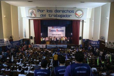 movilización. Unos 40 gremios reunidos en la sede de Luz y Fuerza reclamaron un paro nacional activo.