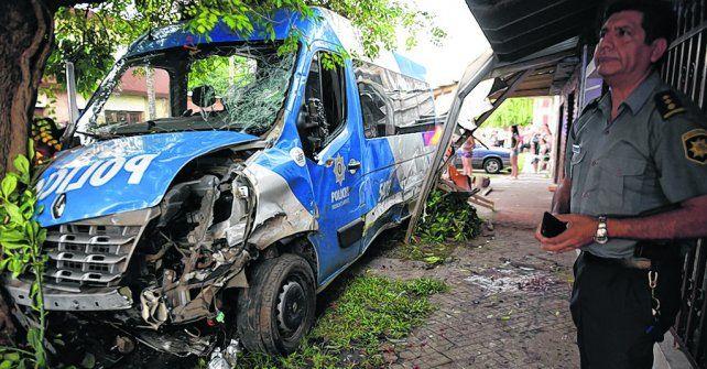 el móvil. El tremendo encontronazo ocurrió el 16 de diciembre cuando una familia tomaba mate en la calle.