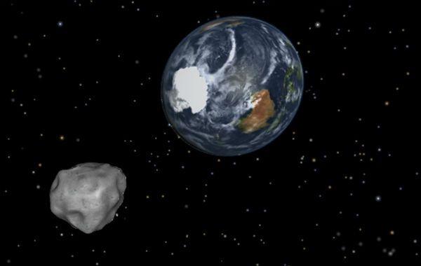 Muy cerca. Ilustración digital de la Nasa del asteroirde DA14 en su paso cerca de la Tierra