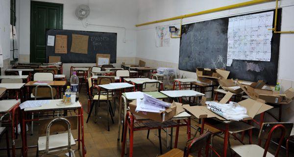 Amsafe dice que el acatamiento al paro en las escuelas públicas es total en toda la provincia