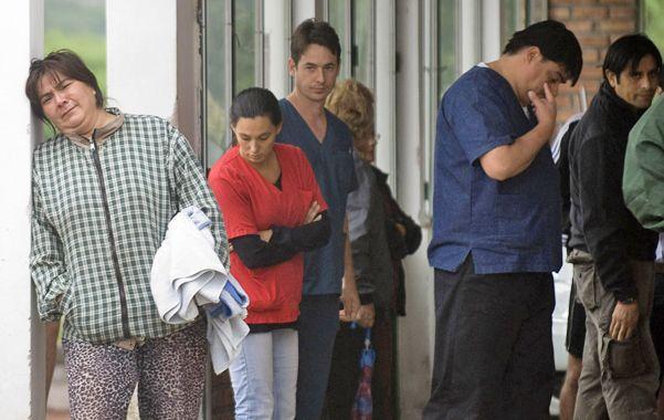 Numerosas personas fueron a pedir informaciones sobre sus familiares en los centros oficiales.