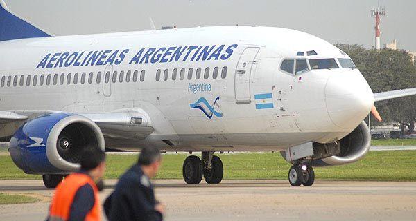 Rossi dijo que los dirigentes gremiales de Aerolíneas tienen que ser responsables