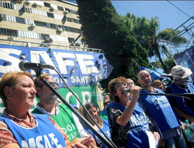 Los gremios docentes realizaron una protesta en la capital provincial. (Foto de archivo)