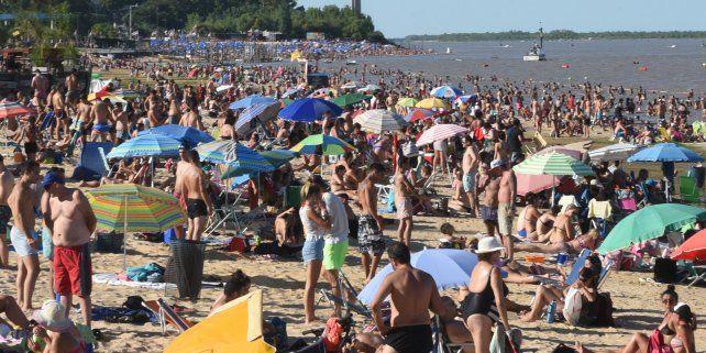 Se vienen multas de hasta $4.500 para quienes fumen en las playas de La Florida y La Rambla