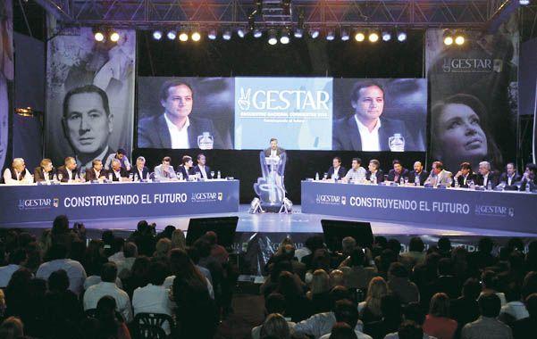 Todo el apoyo. Once gobernadores peronistas se dieron cita en el último bastión territorial del radicalismo.