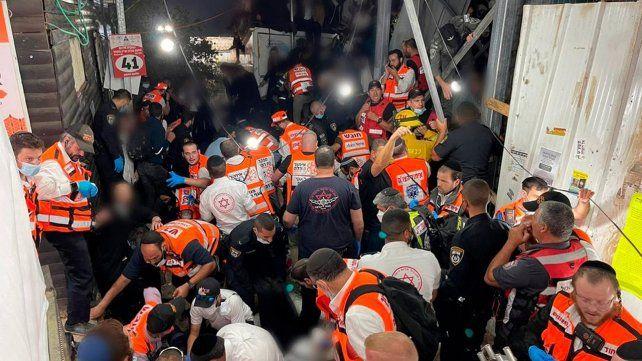 Los socorristas mantuvieron un intenso trabajo de rescate y atención a las personas afectadas por la estampida.