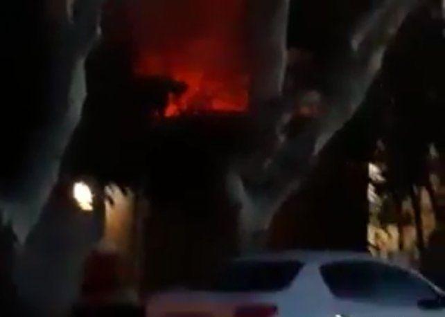 Explotaron dos autos en un incendio en Granadero Baigorria