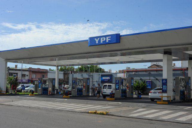 Suben los impuestos a los combustibles y habría un nuevo aumento en los surtidores