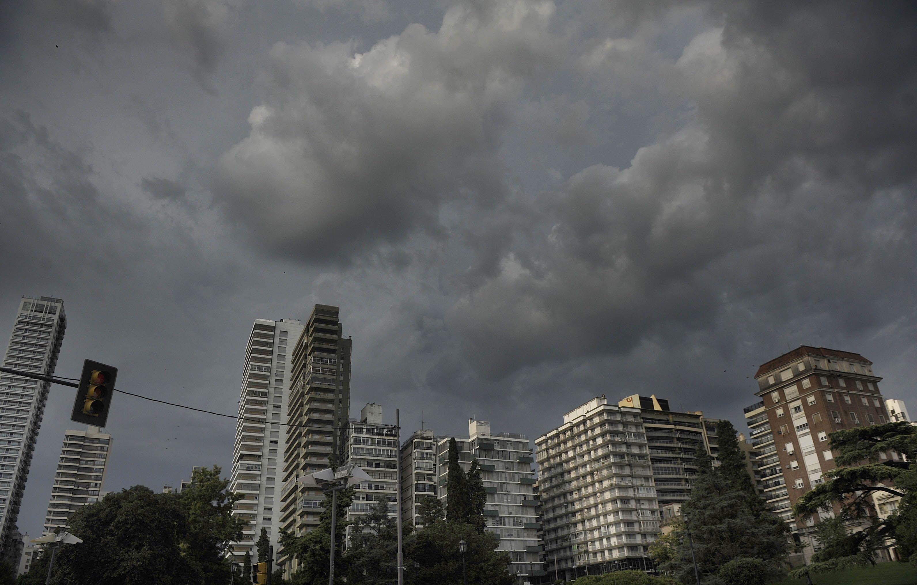 El Servicio Meteorológico pronosticó para hoy abundante caída de agua. (foto de archivo)