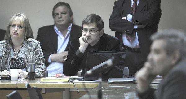 Schoklender presentó documentos en Diputados y acusó a Hebe