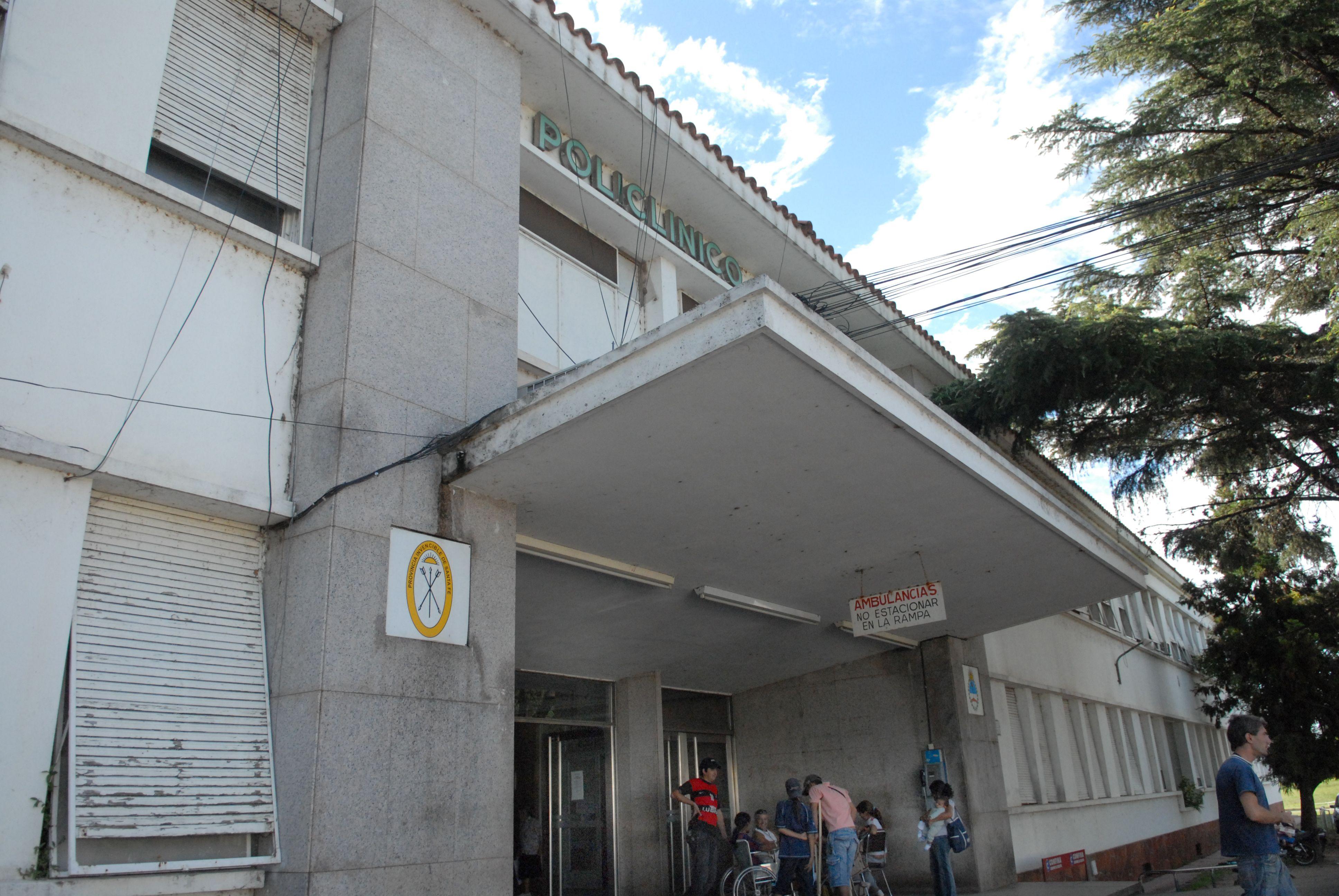 Roberto Bulsoni es atendido en el Hospital Eva Perón de Granadero Baigorria.