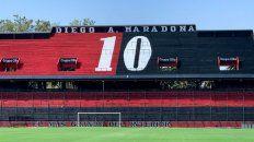 El 10 de Diego Maradona apareció pintado en la tribuna que lleva su nombre en el Coloso.