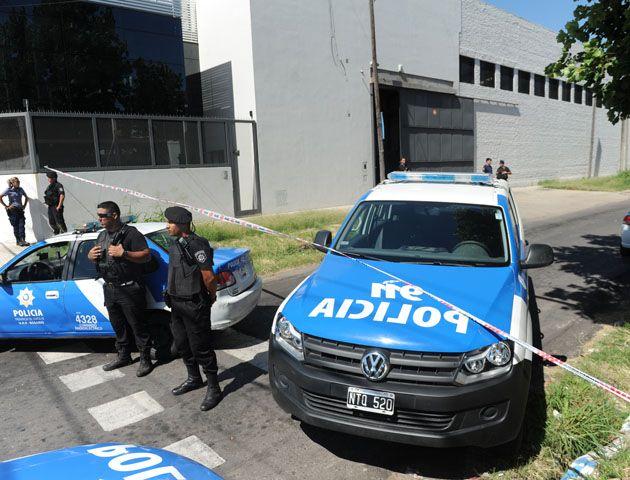 Los delincuente fueron trasladados a la comisaría 17ª que investiga el hecho junto a la fiscalía en turno. (Foto:H.Rio)