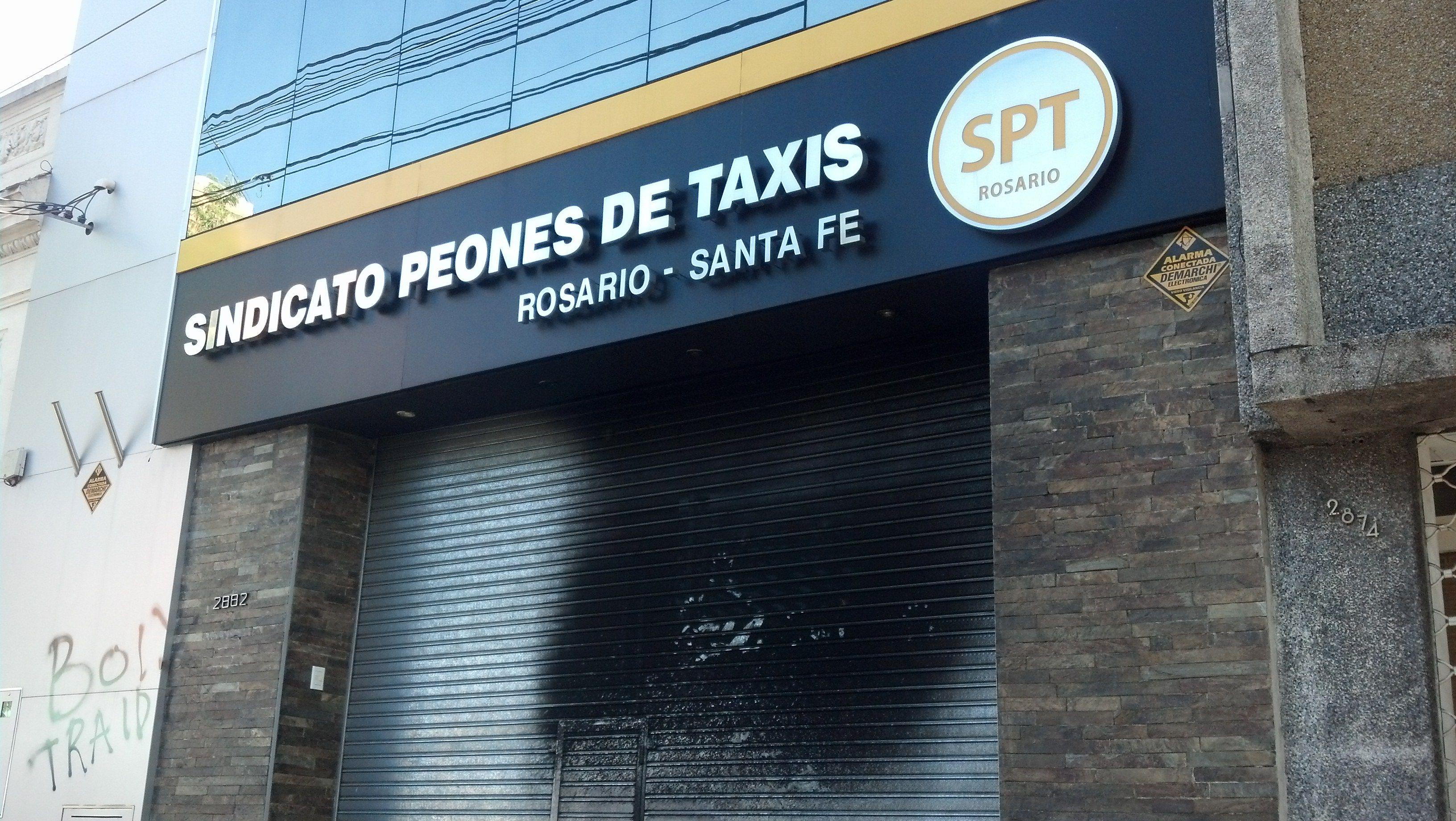 Las marchas del fuego. El atentado ocurrió en Salta al 2800. (Foto: A. Celoria).