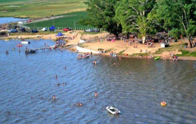 Villa Cañás. Hasta medio millar de visitantes disfrutan de los espejos de agua cada fin de semana..