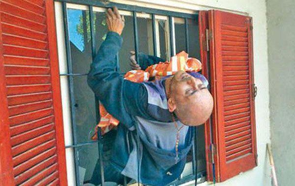 El hombre debió ser rescatado por los Bomberos Voluntarios.
