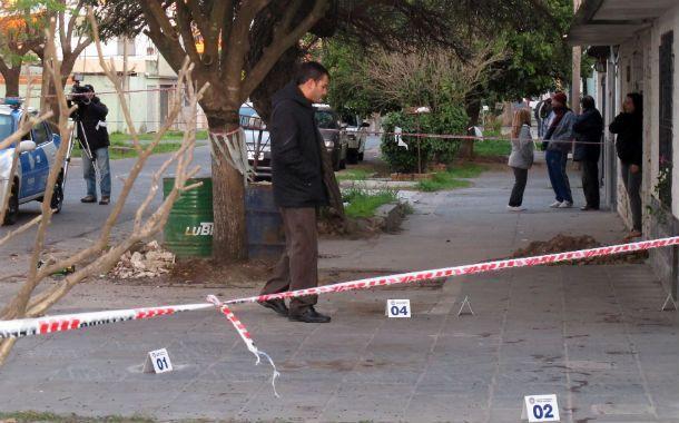 Florentino Malaponte en el lugar donde mataron a Leonardo Perrone la mañana del martes pasado.