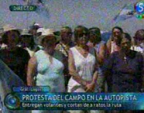 Productores realizaron cortes en la autopista a la altura de Alvear y Pavón