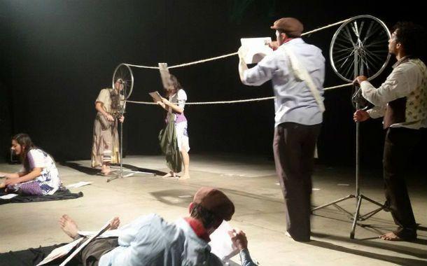 Una de las escenas del apasionante espectáculo que presenta la escuela de trapecistas Aire de Mar.