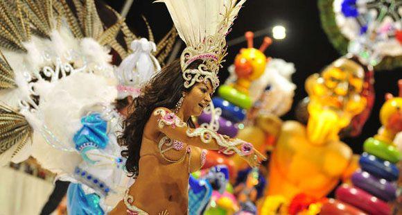 Comenzó el carnaval de Gualeguaychú con más de 25 mil pesonas en el corsódromo